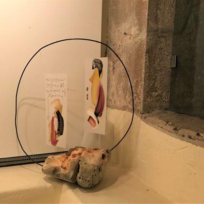Il cerchio riflesso, 2018, olio su fogli in poliestere, ferro, pietra,  50x50